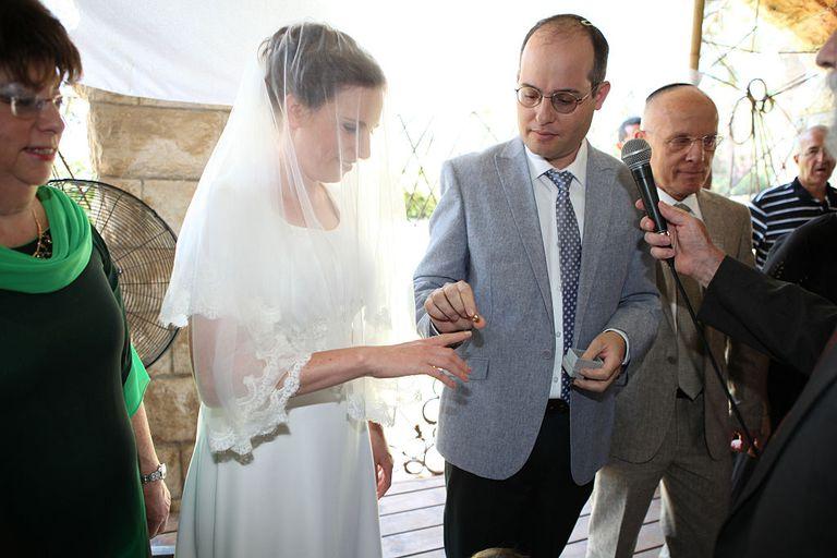Jewish wedding ring ceremony