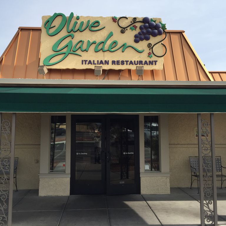 Diner contracts syphilis at olive garden urban legend for Call the olive garden