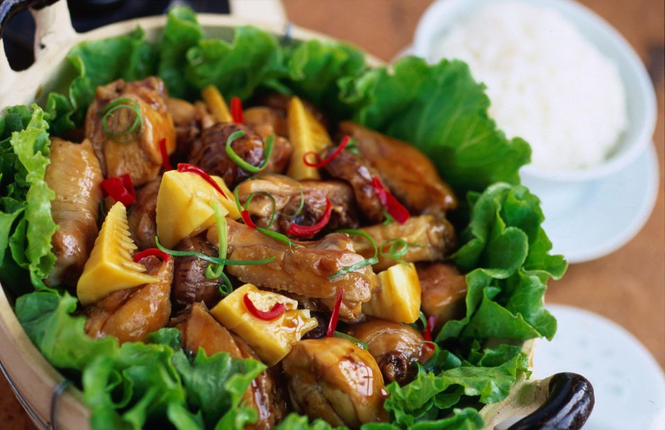 Braised chicken and mushroom with oyster sauce.