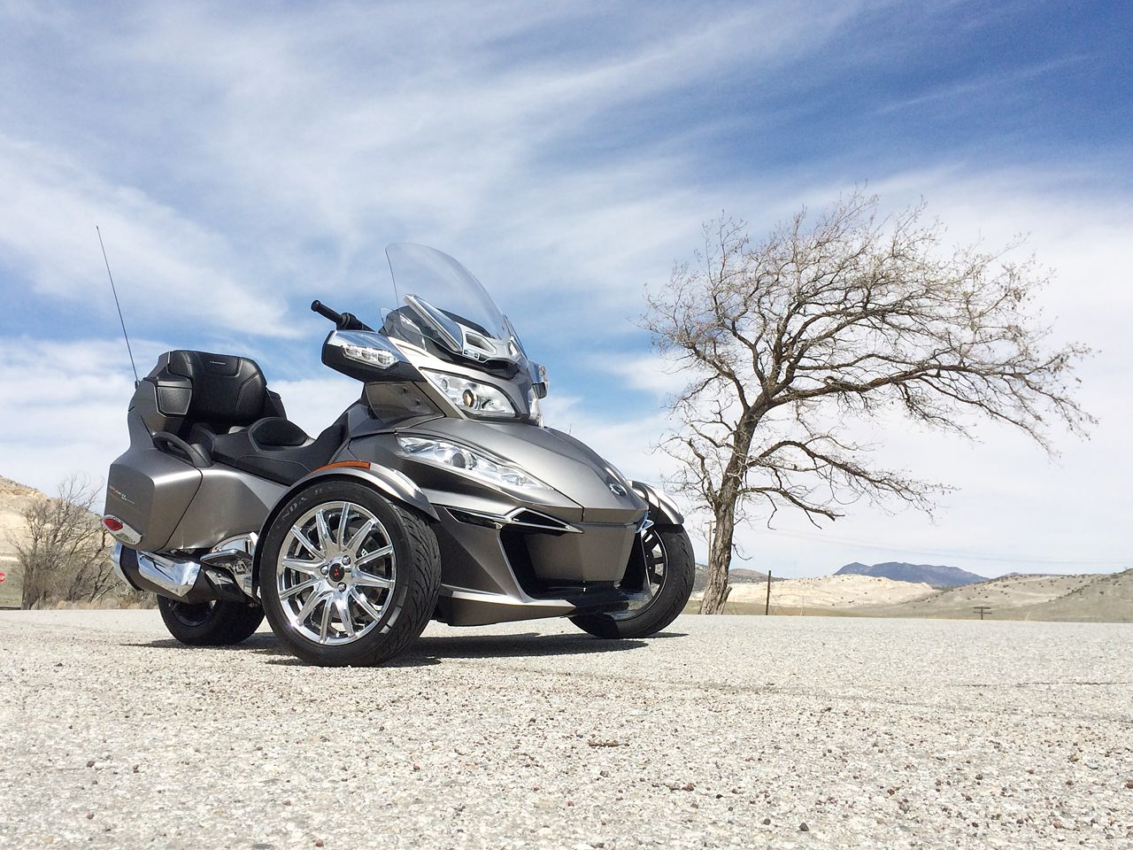 2014 can am spyder rt limited review riding triple. Black Bedroom Furniture Sets. Home Design Ideas