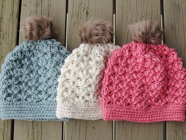 winter crochet hat pattern with blossoms
