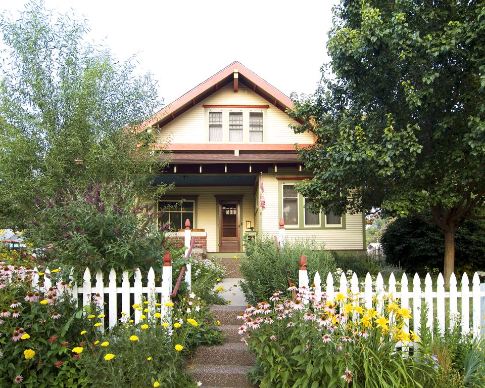 Picket fence curb appeal ideas