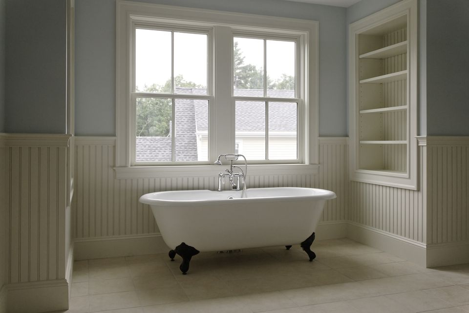 clawfoot tub restoration kit. tradional style bathroom with clawfoot tub. tub restoration kit g