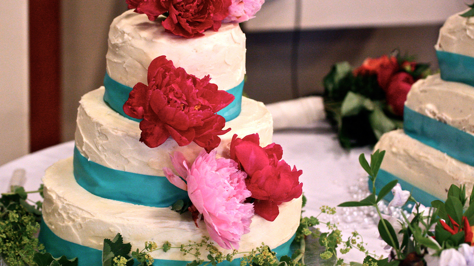 Making wedding cakes site