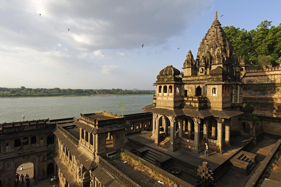 India, Madhya Pradesh, Maheshwar. Below Ahilya Fort and beside the Narmada River, the Ahilyeshwar Shivalaya is the chhatri, or mausoleum, of Ahilya Bai Holka.