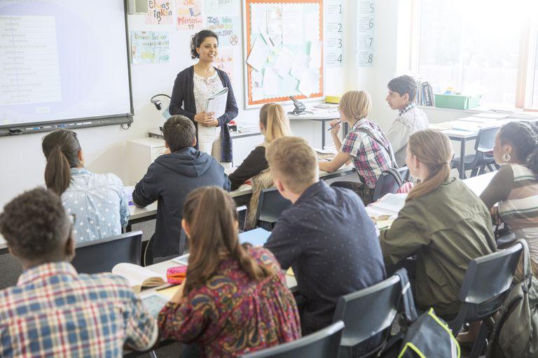 Salario inicial y medio de los maestros en Estados Unidos