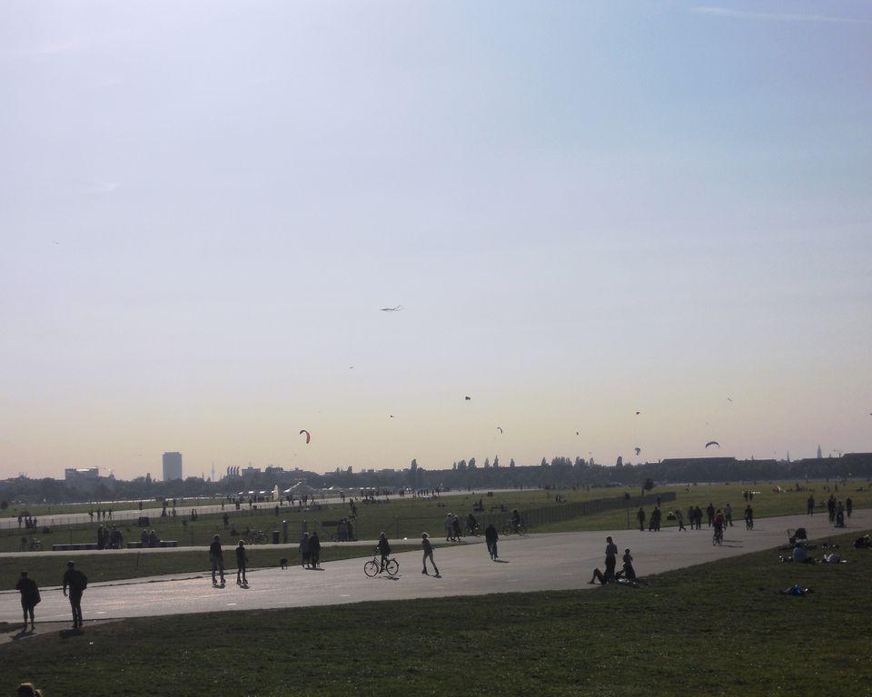 Fly Kite Tempelhof Park.jpg