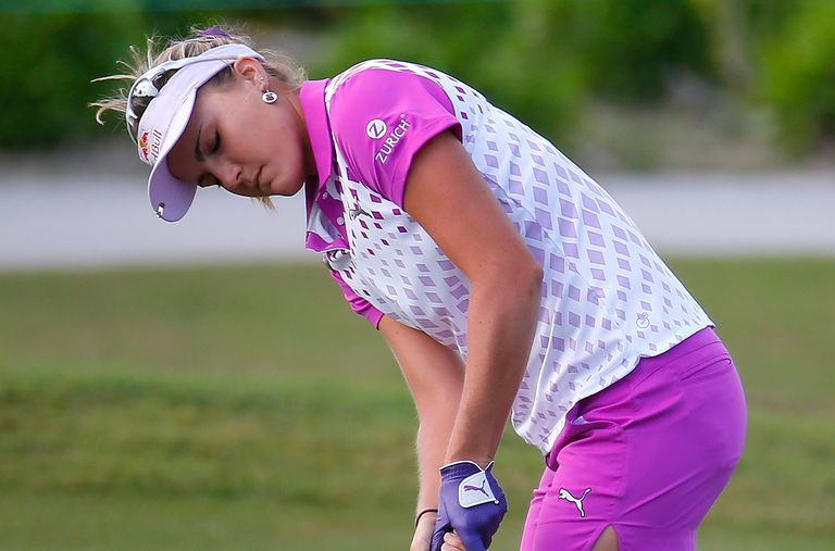 Lexi Thompson putting with her eyes closed during the 2016 Pure Silk Bahamas LPGA Classic