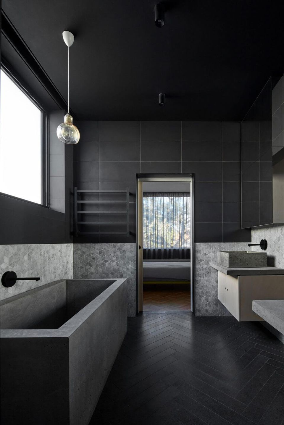 17 Beautiful Black Bathrooms