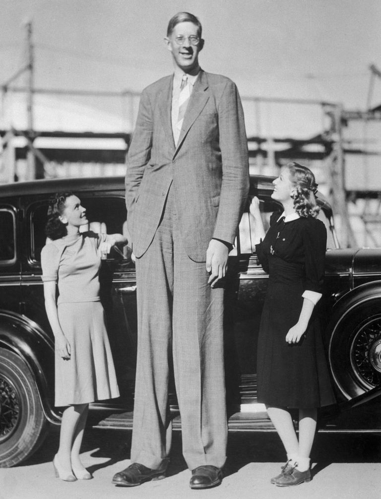 Giant Robert Wadlow with Actresses
