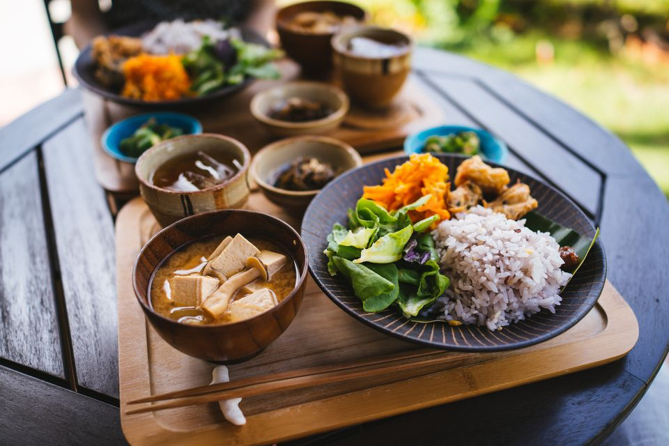 how to begin eating your japanese meal and miso soup