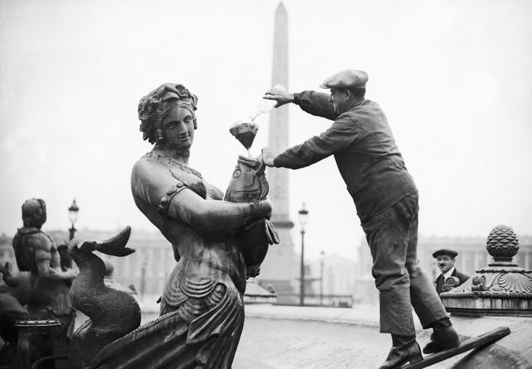 Muriatic acid was used to clean the fountains of the Place De La Concorde In 1933.
