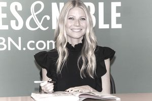 Gwyneth Paltrow Signs Copies Of Her New Book 'It's All Easy' at Barnes & Noble
