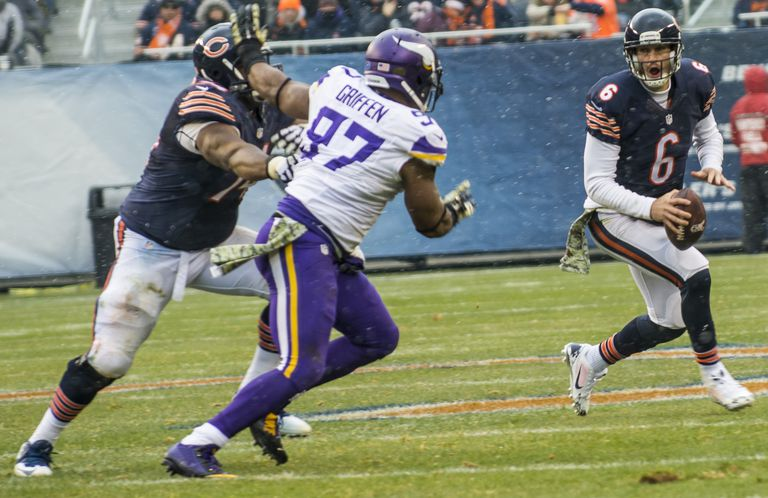 Everson Griffen rushing Jay Cutler