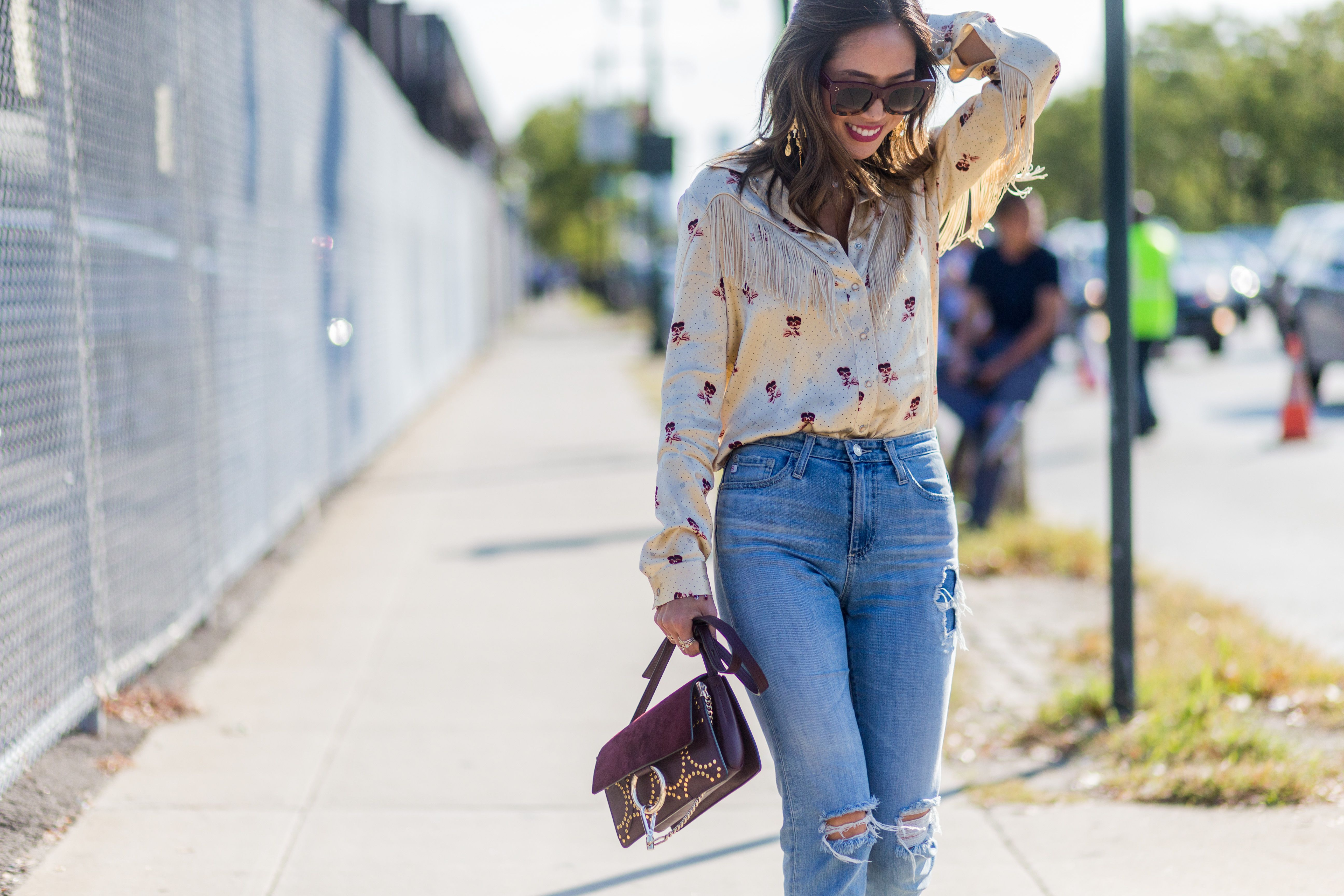 9 Date Night Outfits With Boyfriend Jeans