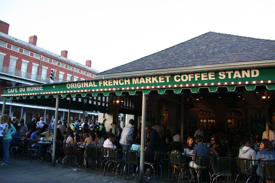 A quick history of new orleans 39 famous caf du monde for Restaurant cuisine du monde paris