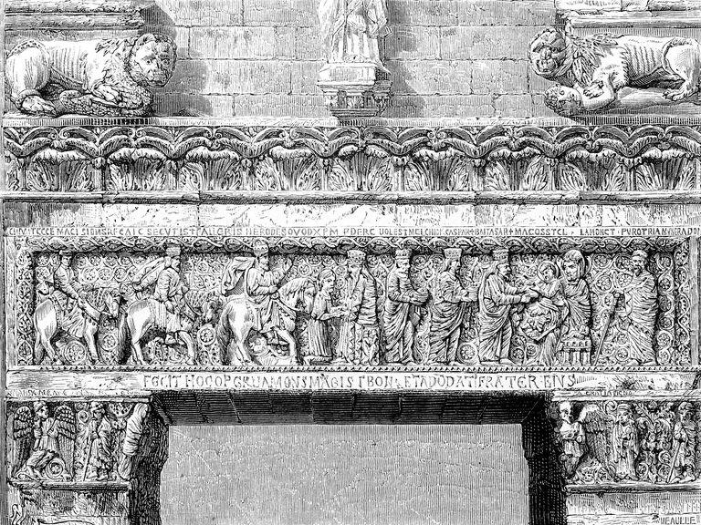 Architrave in Pistoia's church
