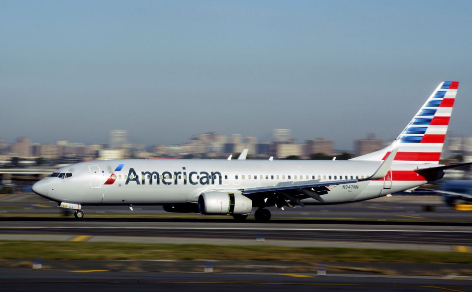 An American Airlines passenger jet (Boeing 737)