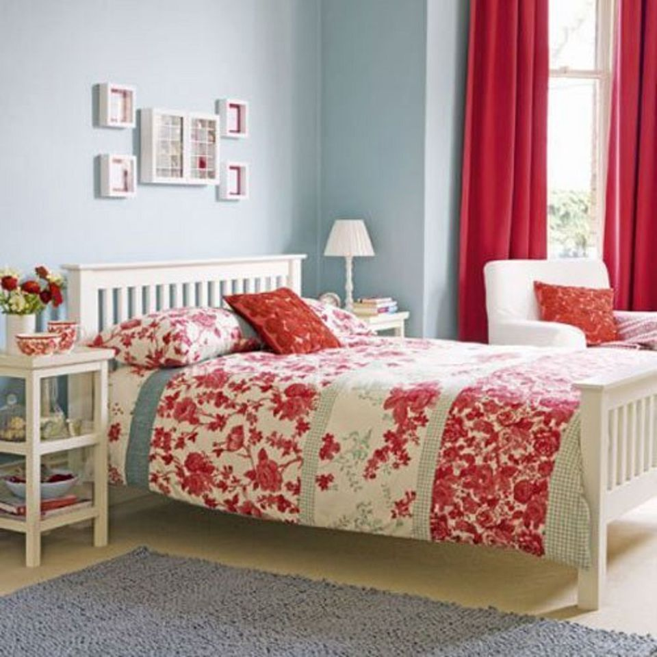 The bedroom goes red white and blue for Red and white bedroom designs