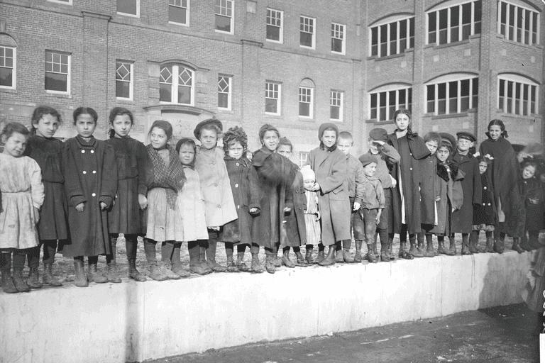 Children at Hull House, 1908