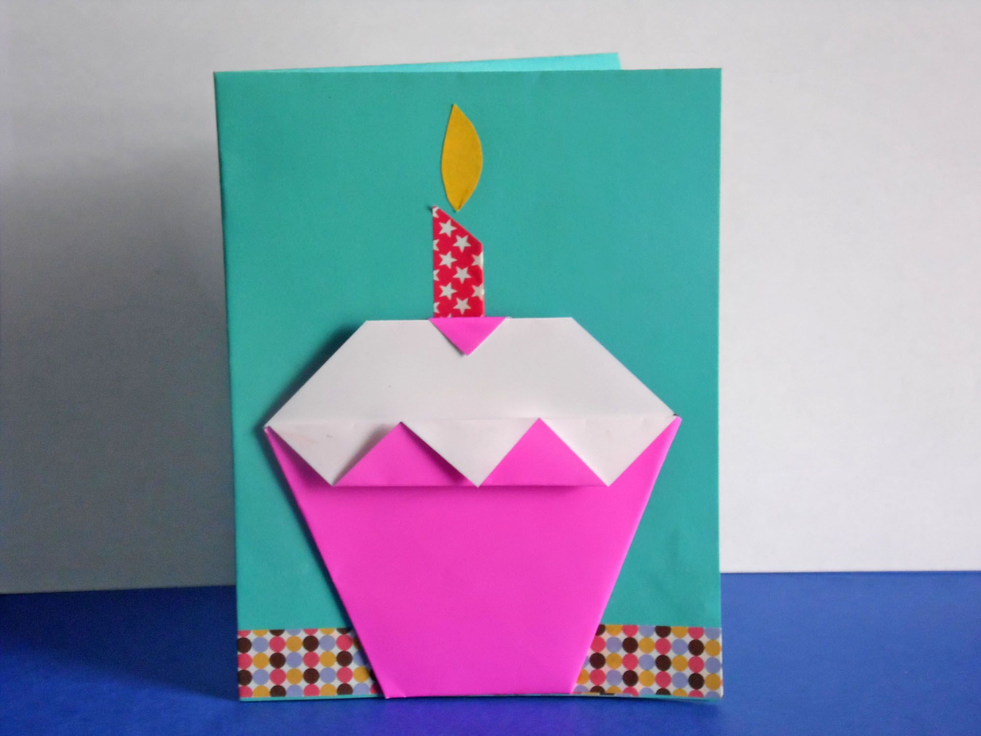 Easy diy origami cupcake birthday card for How to make folded christmas cards