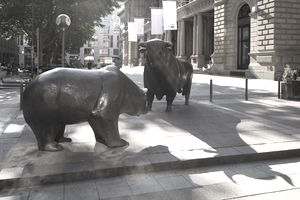Bronze sculptures bull and bear, square of the stock exchange, Frankfurt am Main, Hesse, Germany, Europe