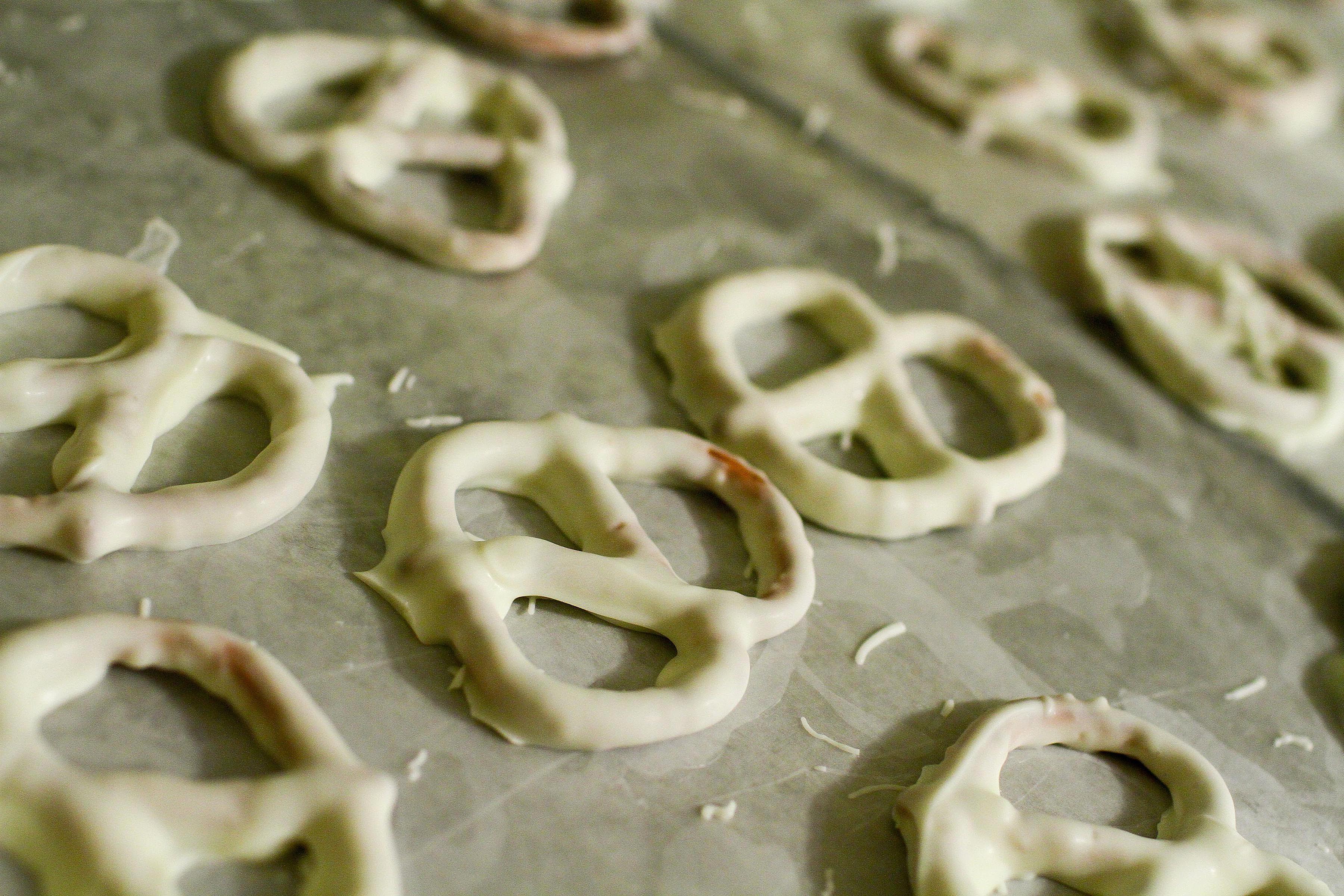 White Chocolate Covered Pretzels Recipe