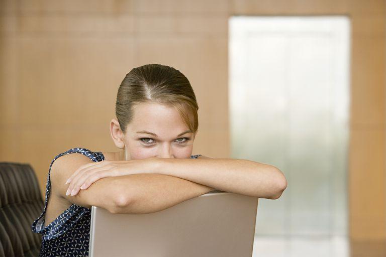 woman_laptop_73212454.jpg