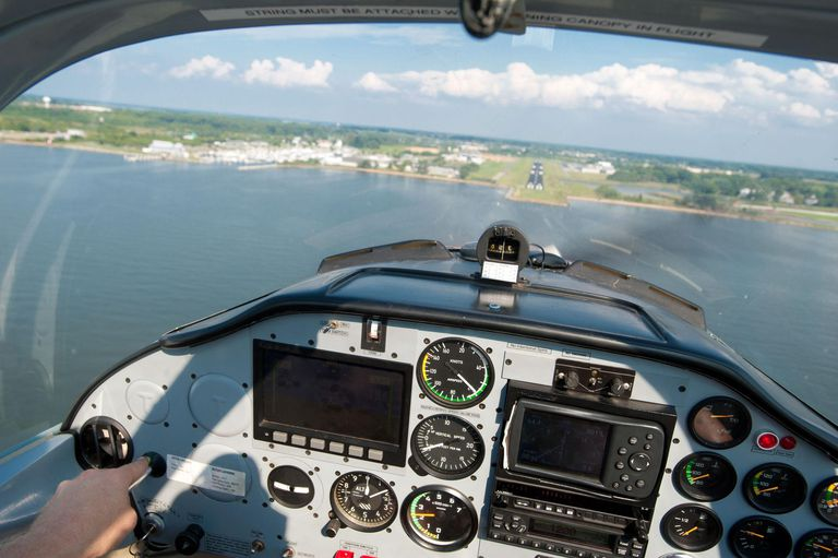 how to become a commercial pilot in usa