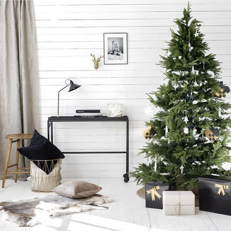 10 Minimalist Christmas Decorating Ideas