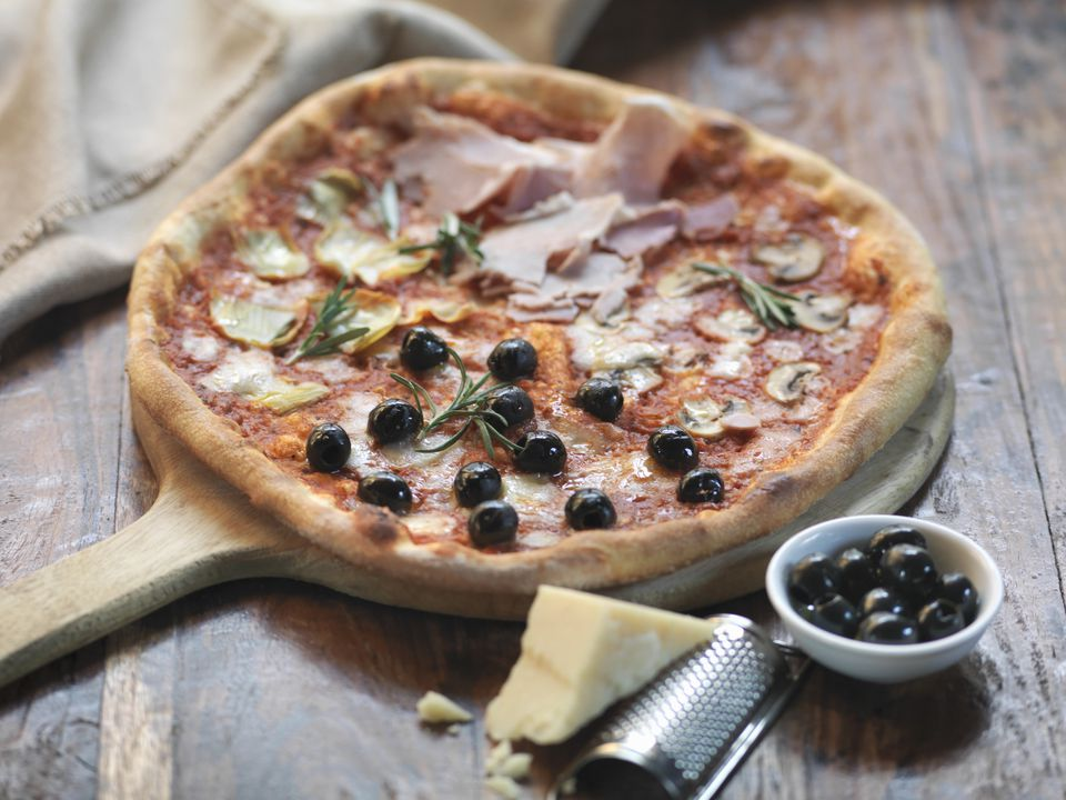 classic italian toppings ideas for homemade pizza. Black Bedroom Furniture Sets. Home Design Ideas