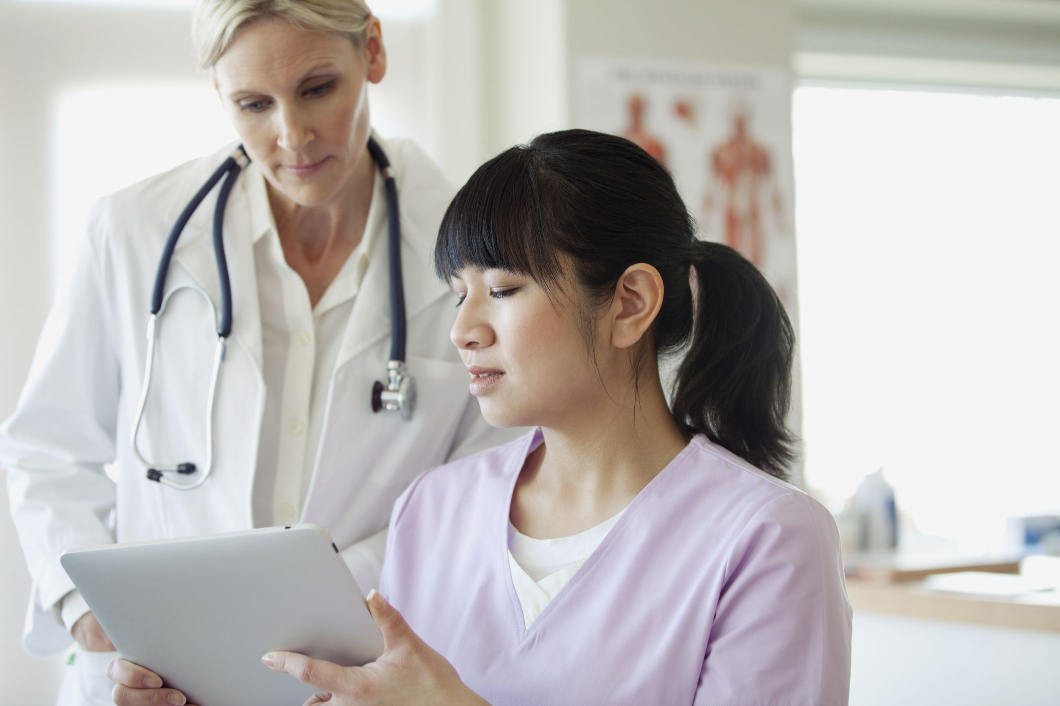 physician assitants This is a subreddit to share information about physician assistants (pas) this sub is open to pas, md/dos, nps, nurses, any other medical professional, or even the general public while we welcome prospective pas, this sub is aimed primarily at working pas or pa students.