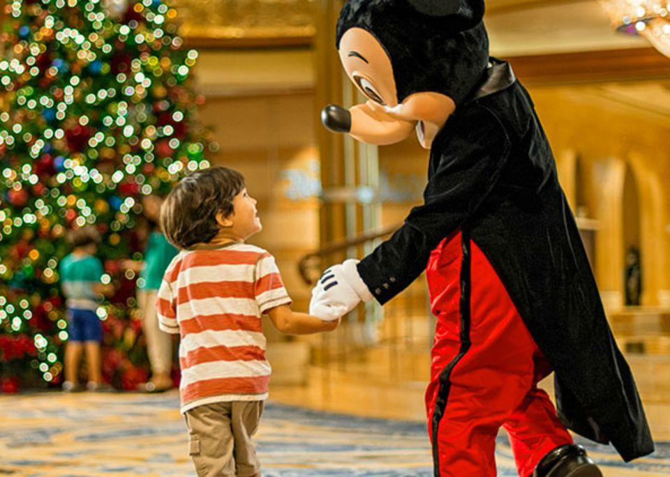 DisneyCruiseLine_Holidays2_KentPhillips.jpg