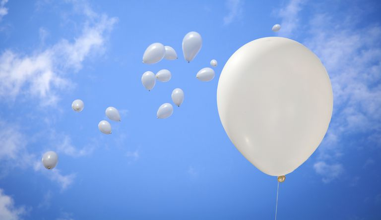 picture of white balloons in sky as a symbol of lung cancer adocacy
