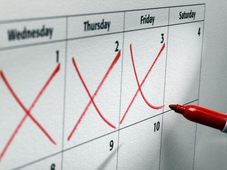 Cruces rojas en un calendario