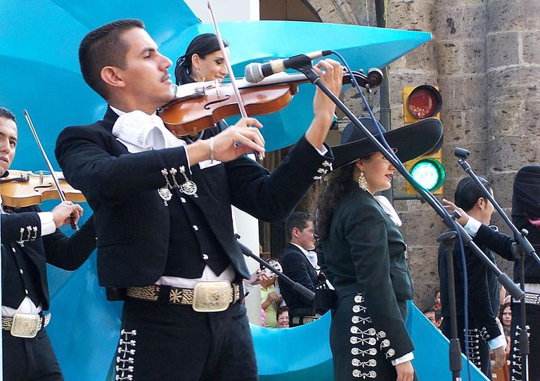 mariachis for lesson on conjugating conocer
