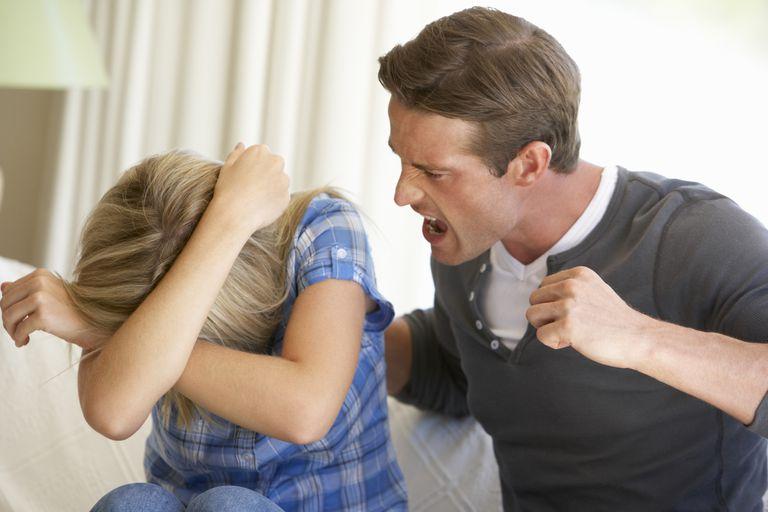La violencia doméstica puede tener efectos migratorios para víctimas y victimarios