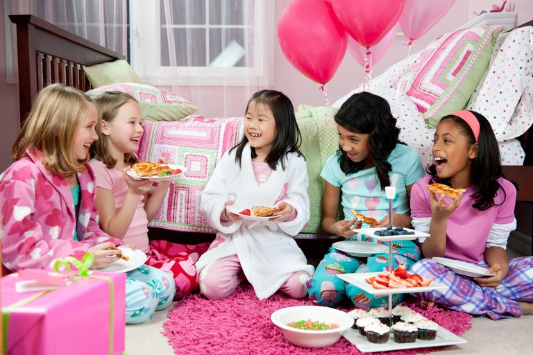 15 Sleepover Games That Are Quick, Easy, And Cheap-5317