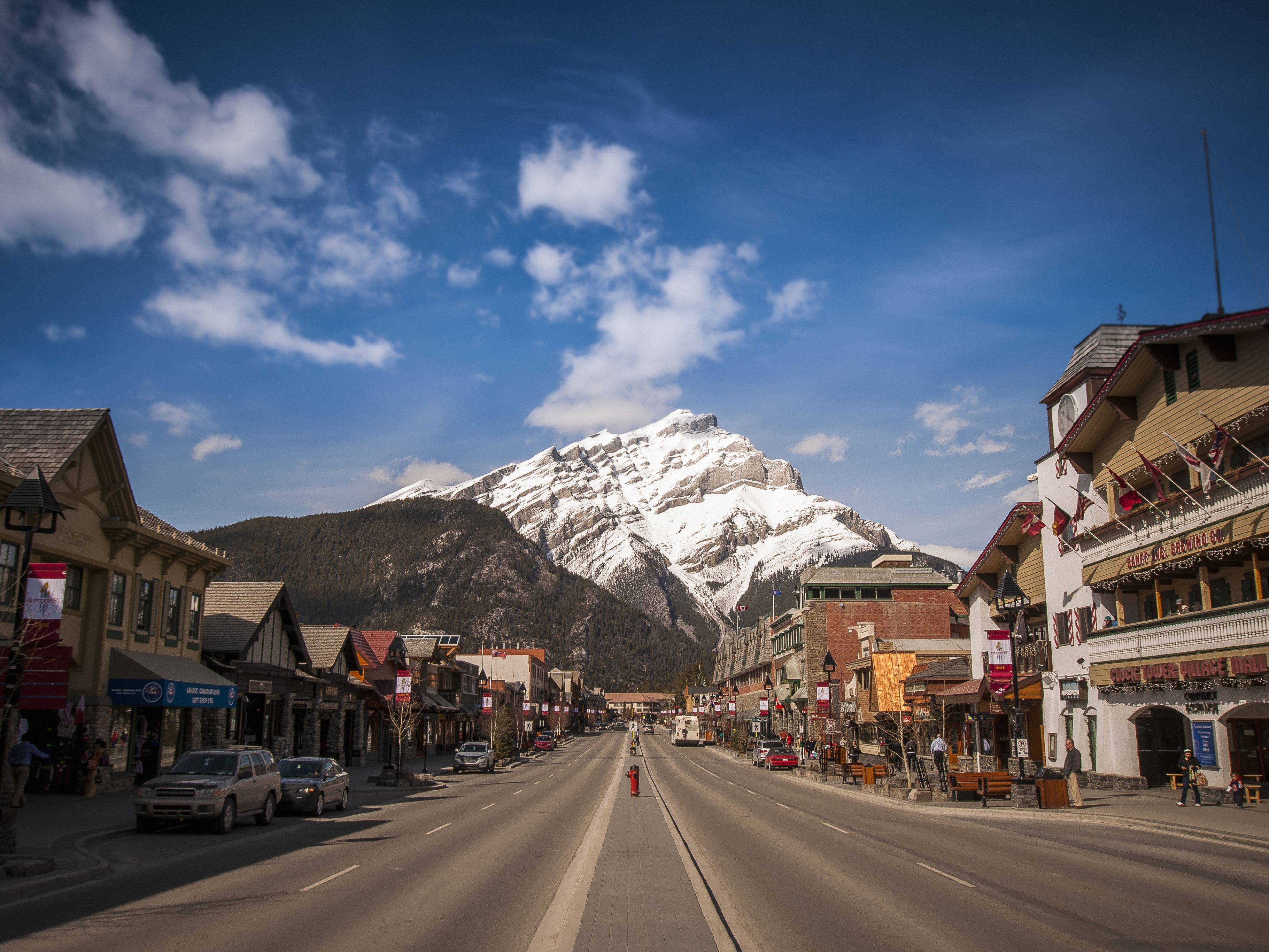 Town And Country Insurance >> How to Take a Bus, Car or Train from Vancouver to Banff
