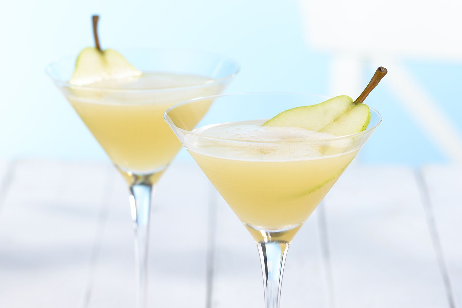 16 delicious pear cocktail recipes for Pear vodka mixed drinks