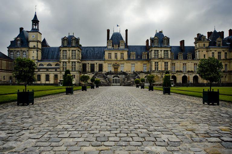 Château de Fontainebleau, medieval manor