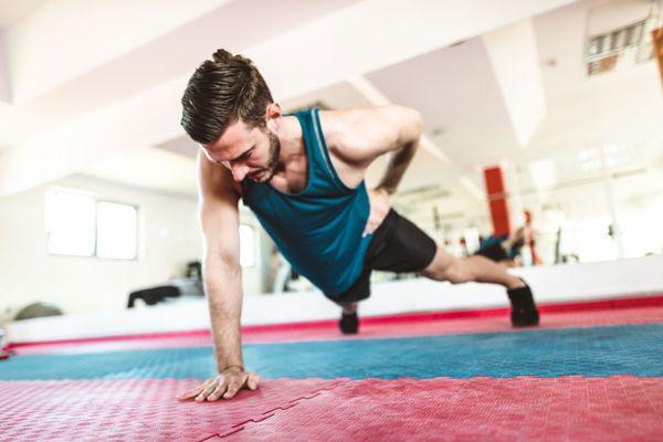 single-arm unbalanced plank