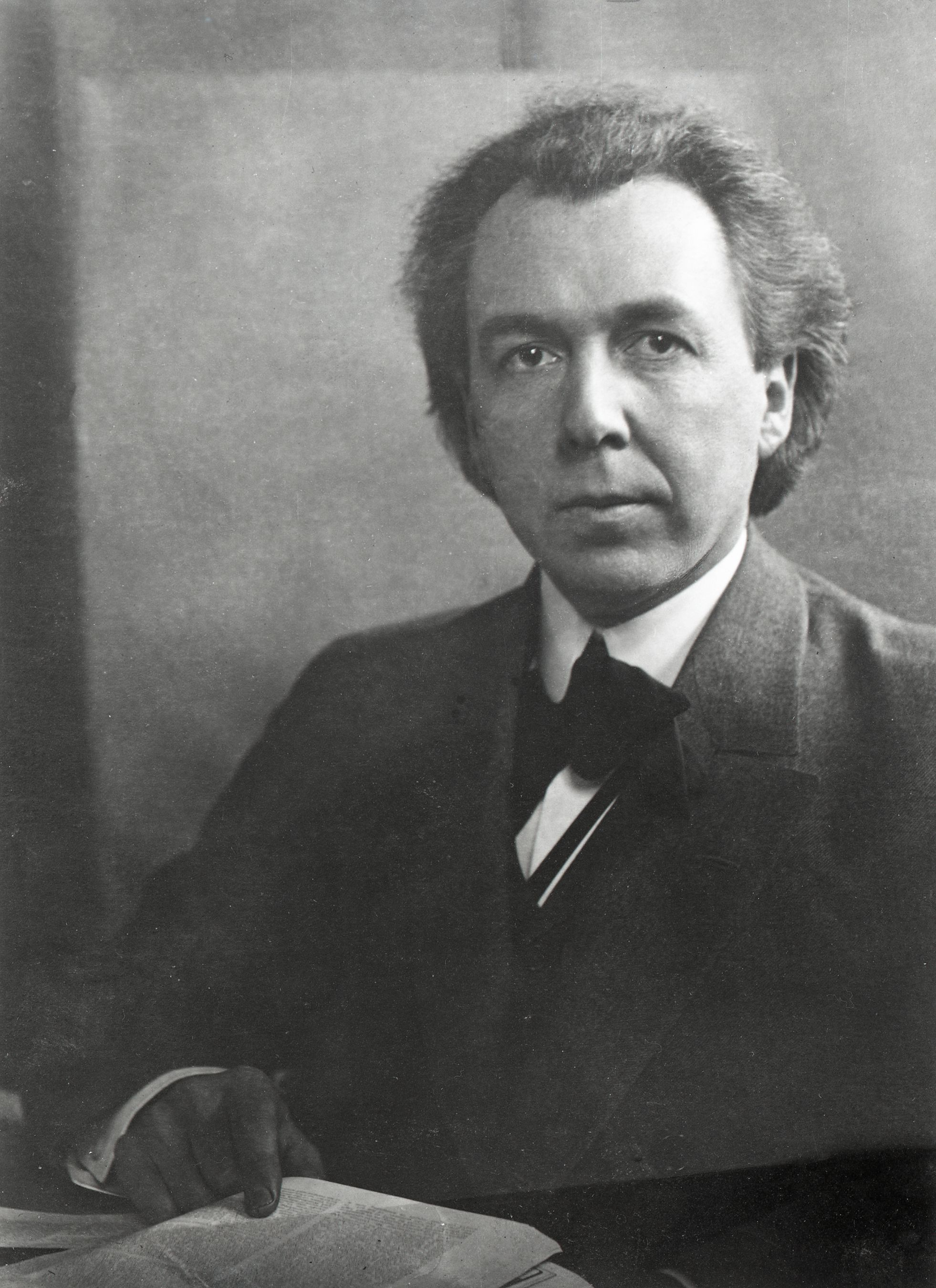 Frank Person profile and biography of frank lloyd wright