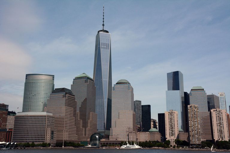 New York skyline, One World Trade Center from the Hudson River in 2014