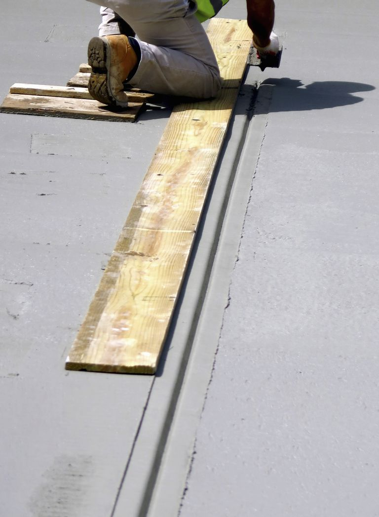 Adding expansion joint to wet concrete