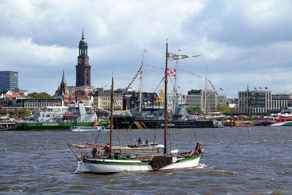 Hamburg, Landungsbrücken and harbour