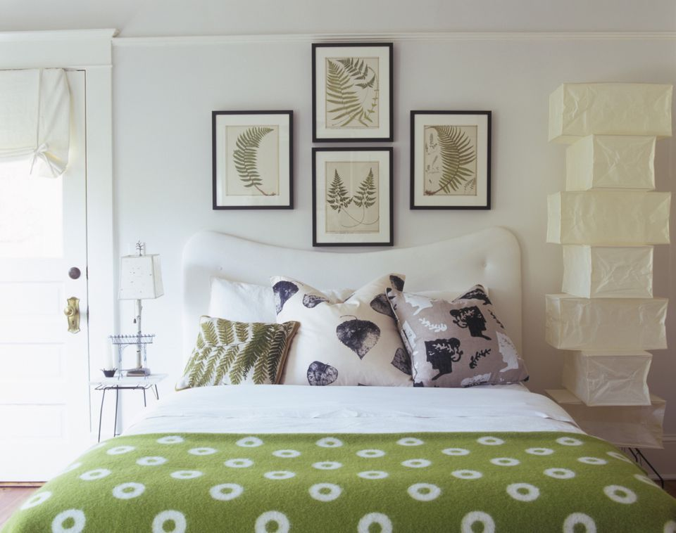 home staging art wall
