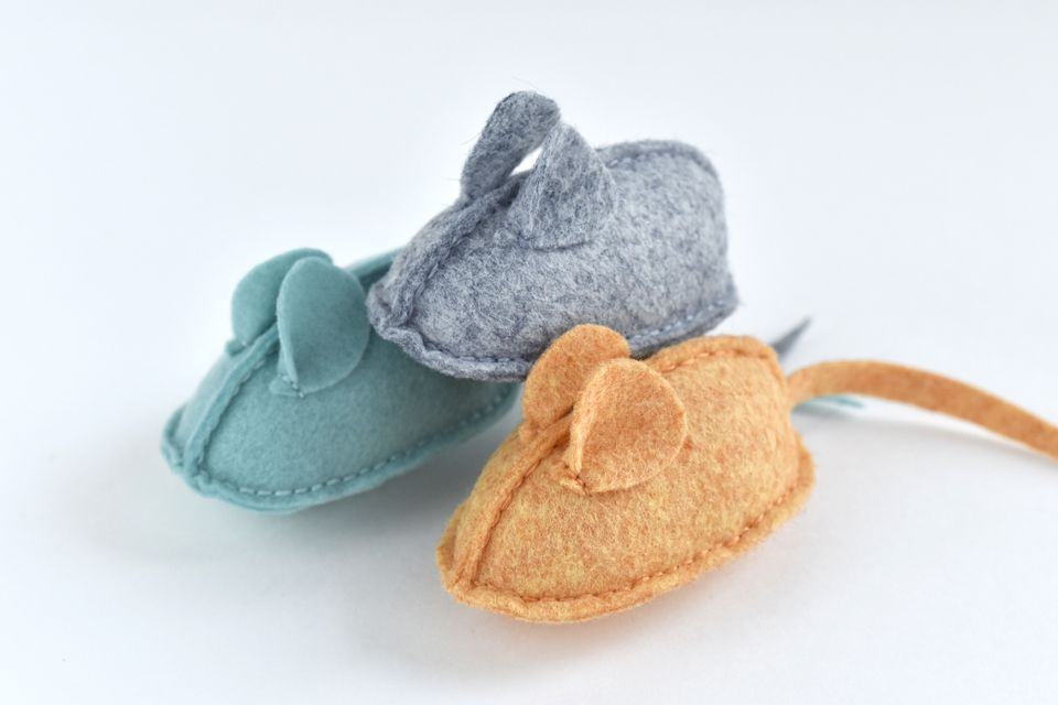 Make a Stack of Felt Mouse-Shaped Catnip Toys