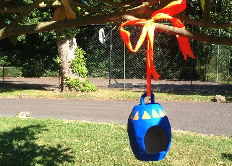Hang the bird feeder in the tree