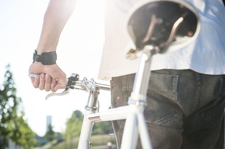fixed gear biker, urban environment